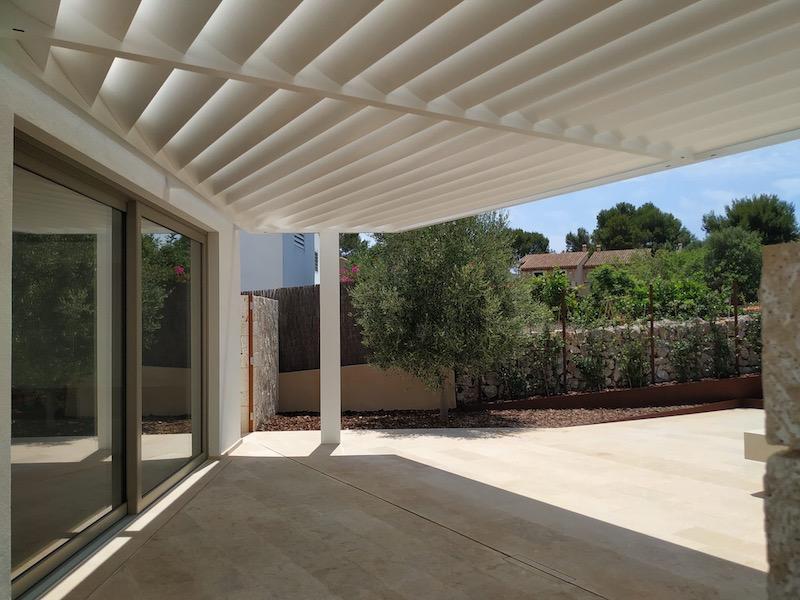 Instalación de pérgola de lama fija en Mallorca